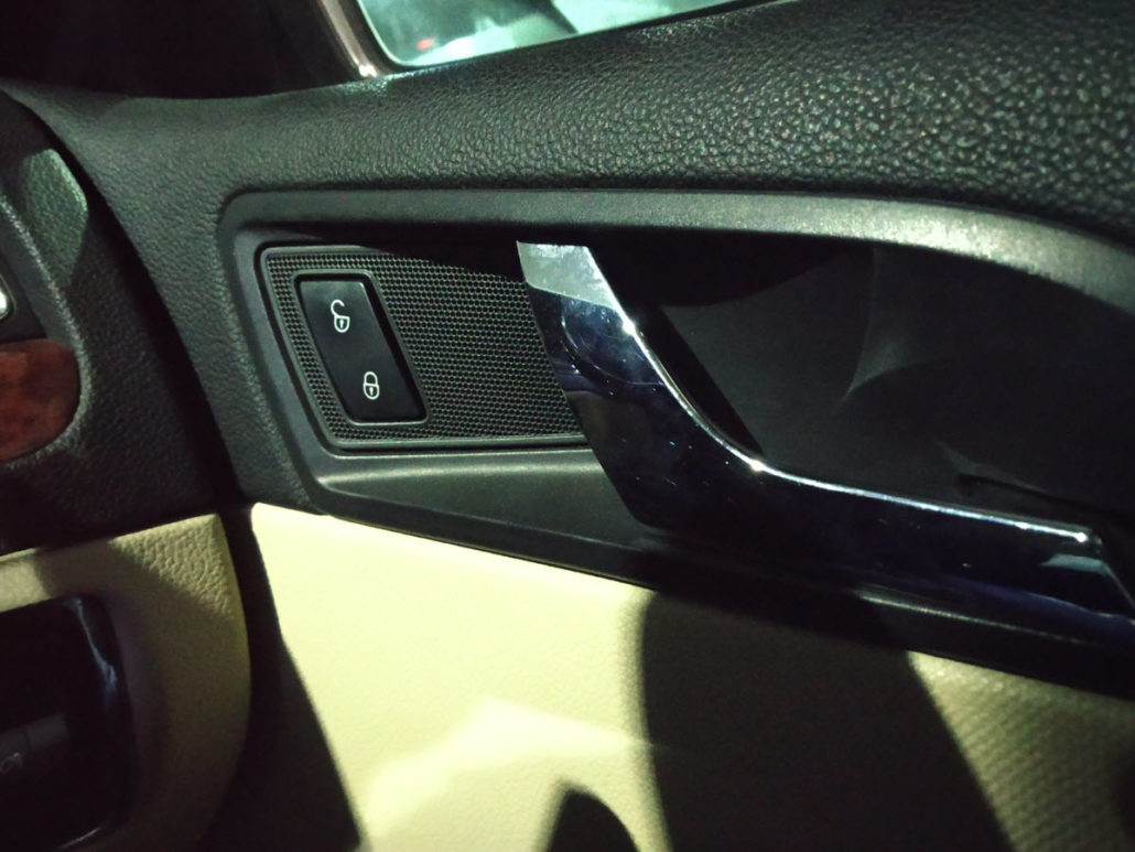 SKODA IN CAR ENTERTAINMENT - In Car Entertainment and Projector